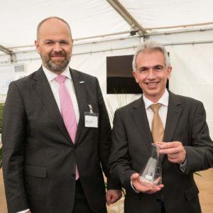 OB Peter Feldmann mit Rafael Reiser bei der Eröffnung des neuen Industrieparks in Fechenheim